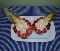 Тропический фруктовый салат с ананасом